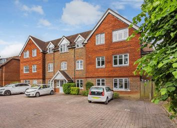 Thumbnail 2 bed flat to rent in Bonehurst Road, Horley