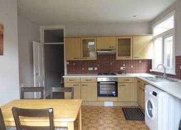 3 bed flat to rent in Totterdown Street, London SW17