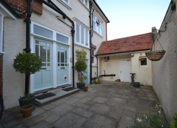 Thumbnail 2 bed flat to rent in Milnthorpe Road, Eastbourne