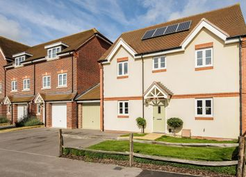 Thumbnail 4 bed detached house to rent in Jennetts Park, Bracknell