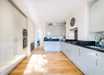 Thumbnail 3 bedroom flat for sale in Woodside, Wimbledon
