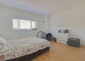 Thumbnail Room to rent in Yew Tree Drive, Guildford, Surrey