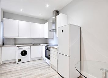 Thumbnail 1 bed flat to rent in Hurlingham Mansions, New Kings Road, Fulham