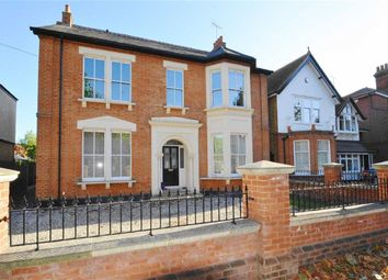Thumbnail 2 bedroom flat for sale in St Vincents Road, Westcliff-On-Sea, Essex