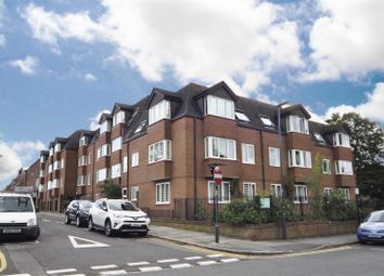 Uxbridge Road, Hatch End, Pinner HA5. 2 bed flat