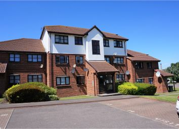 Thumbnail 2 bedroom flat for sale in Chalice Way, Greenhithe