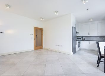 2 bed flat to rent in The Grove, London W5