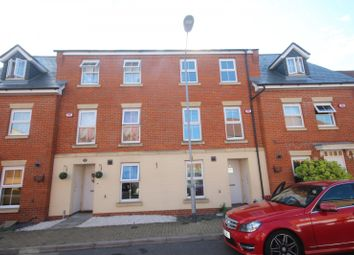 4 bed property to rent in The Nave, Laindon, Basildon SS15