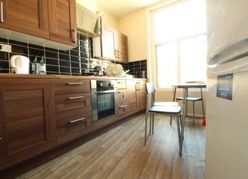 Thumbnail Room to rent in Room 3, Crossway, London