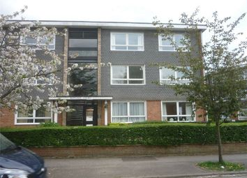 2 bed flat to rent in Meadow Road, Henley-On-Thames RG9