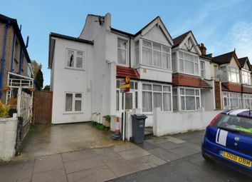 Thumbnail 4 bed flat to rent in Kings Avenue, Hounslow