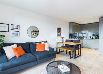 Purser Court, Smithfield Square, High Street, Hornsey N8. 2 bed flat for sale