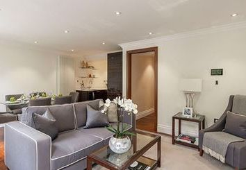 Thumbnail 3 bedroom flat to rent in Kensington Garden Square, Kensington