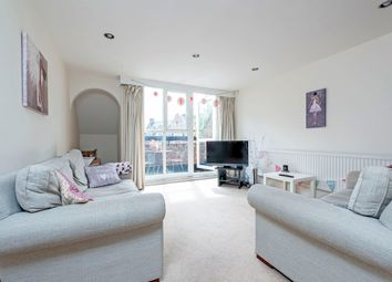 3 bed maisonette to rent in Althorpe Mews, London SW11