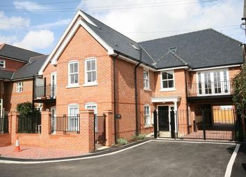 Thumbnail 2 bed flat to rent in Klondyke, Marlow