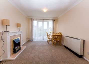 2 bed property to rent in Baxter Close, Slough SL1