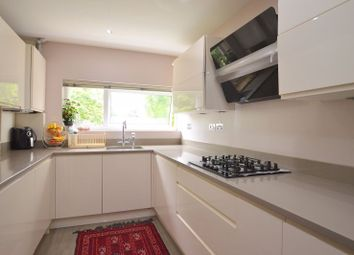 Howland Court, The Avenue, Hatch End, Pinner HA5. 2 bed flat