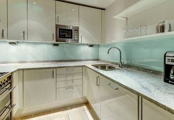 Thumbnail 1 bed flat to rent in Imperial House, London
