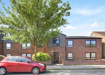 2 bed flat to rent in Hastingwood Court, Newbury Park IG2