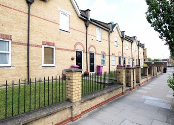 2 bed maisonette to rent in Westferry Road, London E14