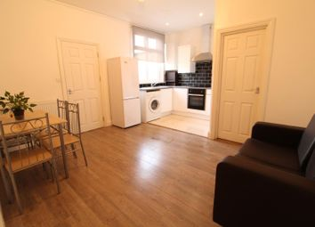 2 bed flat to rent in Cranbrook Road, Ilford IG6
