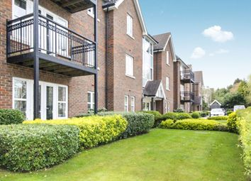Thumbnail 2 bed flat to rent in Beckenham Grove, Bromley