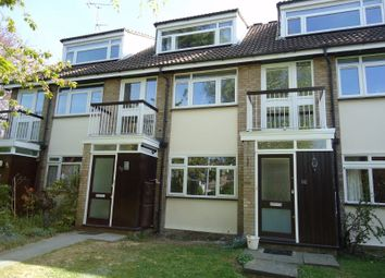Westfield Park, Hatch End, Pinner HA5. 1 bed maisonette