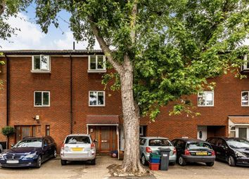 Thumbnail 4 bed property to rent in Fishers Lane, London