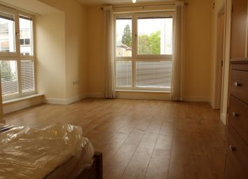 Thumbnail Room to rent in Suttones Place, Southampton