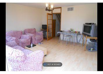 Navestock Crescent, Woodford IG8. 3 bed maisonette