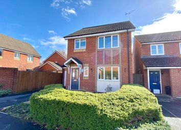 Thumbnail 3 bed detached house for sale in Harrow Way, Sindlesham, Wokingham, Berkshire