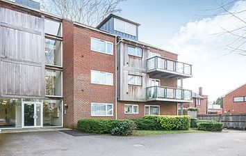 2 bed flat to rent in Bournemouth Road, Chandler's Ford, Eastleigh SO53