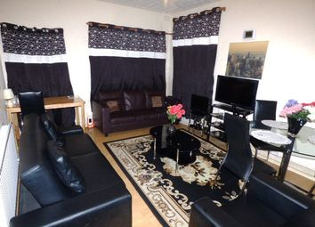 2 bed flat to rent in Coventry Road, Ilford IG1