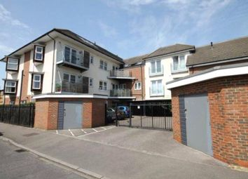 2 bed flat to rent in Lindsay Court, Govett Avenue, Shepperton TW17