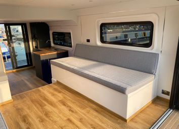 Universal Marina, Sarisbury Green, Southampton SO31. 2 bed houseboat