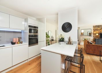 Thumbnail 2 bedroom flat for sale in Southdown Road, Harpenden