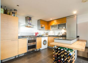 Sheperdess Place, Hoxton, London N1. 2 bed flat for sale