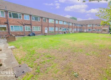Thumbnail 3 bed flat for sale in Anchor Meadow, Farnborough, Hampshire