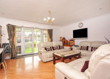 Thumbnail 2 bed flat to rent in Hownslow, Middlesex