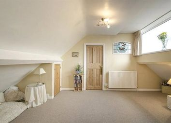 Thumbnail 2 bed flat to rent in Grosvenor Road, Muswell Hill, London