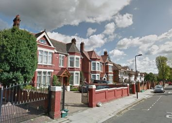 Thumbnail 3 bed flat to rent in Shaa Road, Acton