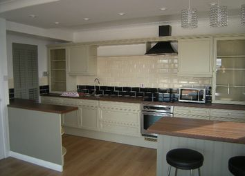 Thumbnail 2 bed flat to rent in Ravens Craig, Kirkcaldy, Fife
