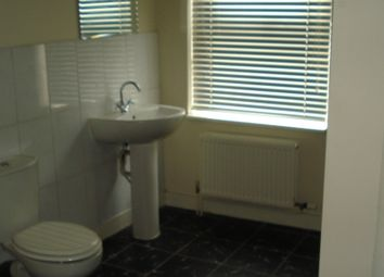 Thumbnail 1 bed flat to rent in Cross Street, Sale