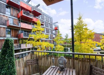 Thumbnail 1 bedroom flat for sale in Queensbridge Road, Haggerston