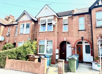 3 bed flat to rent in Parkfield Road, Harrow HA2