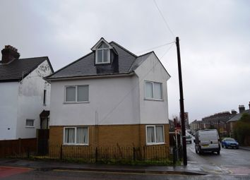 Thumbnail 1 bed flat to rent in Richmond Road, Parkstone, Poole