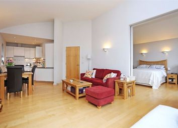 Thumbnail 1 bed flat to rent in Balham Grove, Balham