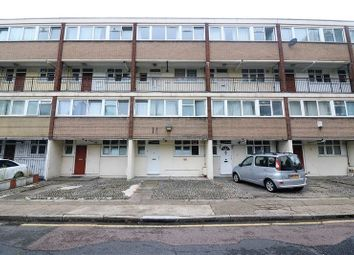 3 bed flat to rent in Norbiton Road, London E14