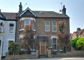 Ladywell Road, Ladywell, London SE13. 4 bed flat