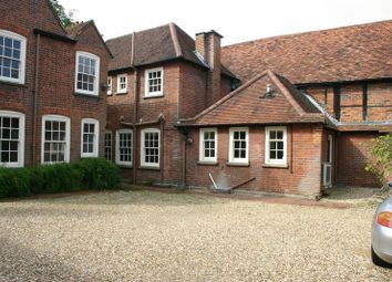 Thumbnail 2 bed flat to rent in London End, Beaconsfield